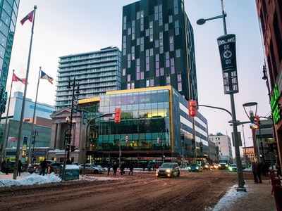 Which are the biggest and smallest advertisers in Winnipeg?
